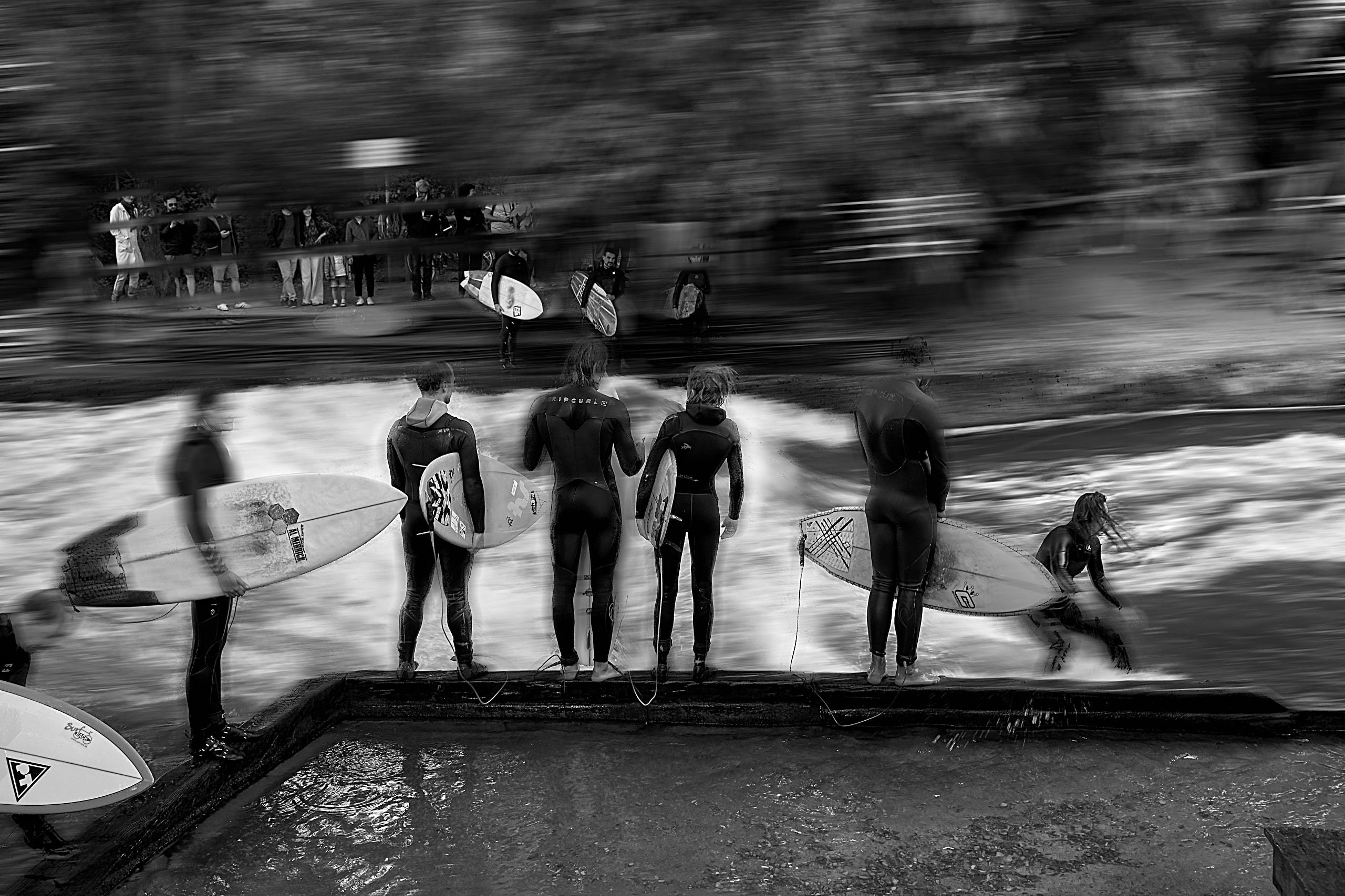 © 2018 Helge Hasenau, StreetMoment #007 - Warteschlange am Eisbach